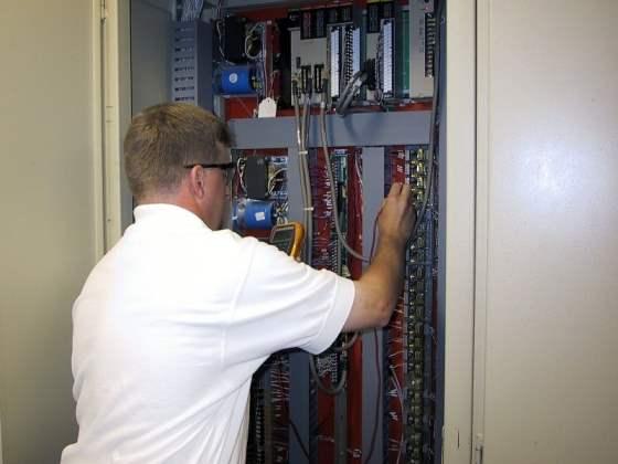 Нужен надежный электромонтаж? Заказать услуги наших электриков - идеальное решение.